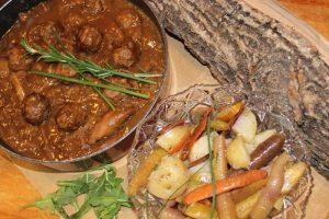 Ragoût de boulettes et pattes de cochon 2 - La cabane à Boubou